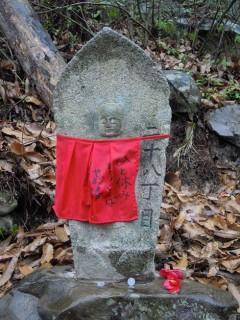 旅情誘う江戸期の船形丁石
