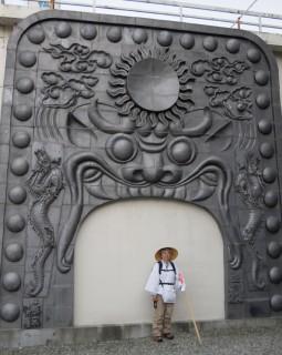 瓦のまち菊間の巨大鬼瓦レリーフ