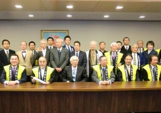 松本正之NHK会長(前列中央)と第8次請願団