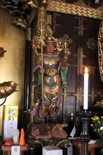 観音堂に祀られている毘沙門天像