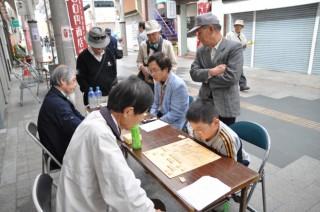 縁台将棋の模様(資料写真)