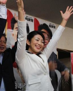 初当選を喜ぶ吉川さん