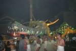 電飾に彩られた巨大龍(資料写真)