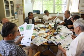 津10山プロジェクト委員会による編集会議の様子