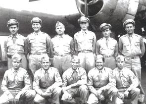 ミッチェル機長(前列中央)とその搭乗員