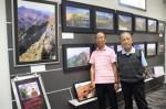 御在所岳などで撮影された作品と八木田さん(左)ら
