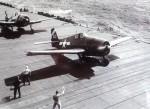 航空母艦「ハンコック」から発艦するF6F-5ヘルキャット