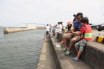 釣りを楽しむ参加者たち