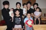 左からスタッフの服部さん、森さん、高野さん、髙宮さんとその子供たち