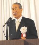 挨拶する大川吉祟理事長