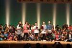 「花は咲く」の歌を披露する豊田小学校の児童たち