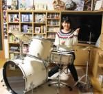 自宅でもドラムを練習中の久志本さん