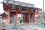 別格本山を示す石碑が新たに設置された観音寺大宝院の仁王門