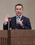 講演する鈴木知事