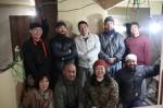 先月27日、開店に向けて内装工事を行ったメンバー達 (後列右から2人目が奥田さん、前列右から2人目が市岡さん)