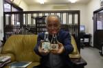 清酒(左)と梅酒を手にする増田社長