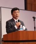 講演する岡田教授