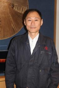 伊藤貴夫さん…平治煎餅本店大門本店にて