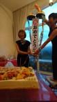 多くの参列者から祝福を受ける宮田理事長