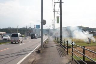田園風景を走る国道163号(津市片田井戸町)