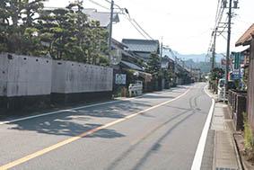 国道163号沿いの集落(津市片田町)