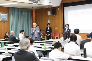 パネル討論で話す伊藤名誉教授(左)と朴教授