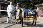 優等賞1席の「みのり」号と共に…朝日屋の香田社長(左)と中村さん