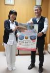 地域フォーラム参加を呼びかける四方大会長(右)と澁谷看護部長