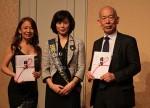 イベントの収益から浄財を贈呈 左から八神さん、仲田会長、雲井理事長