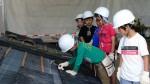 子供限定の屋根葺き体験