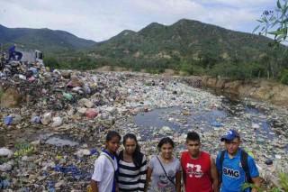 パンパグランデ市のごみ廃棄場 無分別で投棄されたごみが飽和状態になっている
