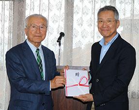 小川実行委員長(左)と井村理事長