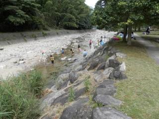 川遊びが楽しめる「落合の郷」