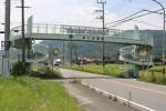 国道163号の恭仁歩道橋(京都府木津川市加茂町河原東大門)