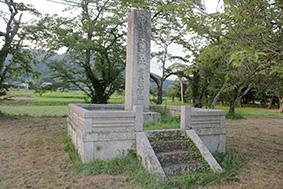 同じく恭仁宮跡と山城国分寺跡を示す石碑