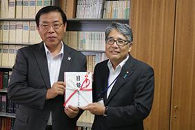 谷口会長(左)と松本副理事長