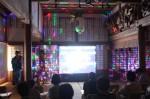 中元さんが新曲「テクノポップ阿弥陀経」を披露した「テクノ法要」
