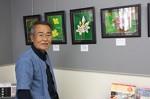 ガガイモの写真(右)をはじめ散歩中に撮影した作品と、谷田貝さん