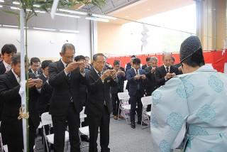 竣工式では川喜田社長をはじめ関係者が出席