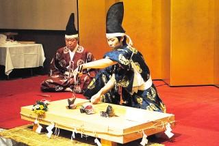包丁儀式で鯉を捌く竹永陸志さん