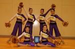 Pomを手にする「Mighty Girls」の全国選手権大会出場選手