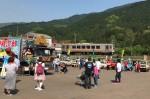 昨年の会場と、そばを走る名松線の列車