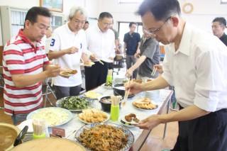 鹿肉の南蛮漬け(手前)など家庭で気軽に楽しめるジビエ料理が並んだ