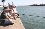 ハゼ釣りを楽しむ参加者たち