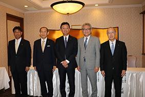 左から田村副会頭、小倉副会頭、伊藤新会頭、辻副会頭、小柴副会頭