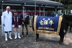 「まみ」号とともに左から香田社長、西村さん、西田さん