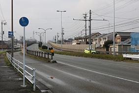 国道165号の側道(津市高茶屋小森町付近)