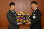 亀井専務(左)と前葉市長