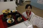 最優秀賞の丸下さんと、受賞した日本料理の作品「秋麗」