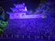 青色にライトアップされた津城跡の櫓